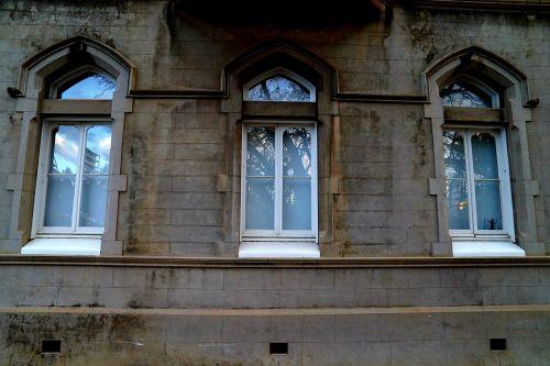 three windows church religious