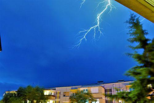 thunder raining storm