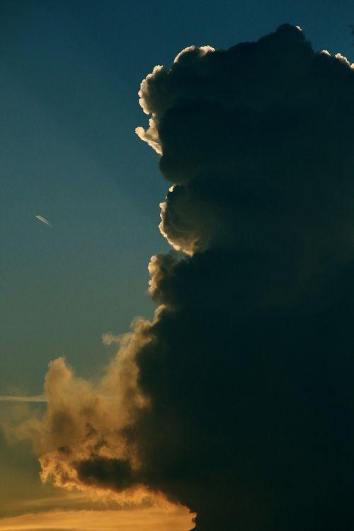 thundercloud back light threatening