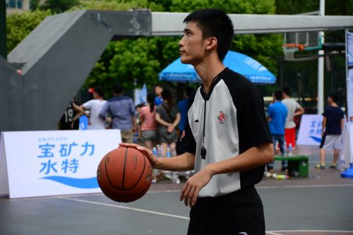 tianhe sports center man the referee