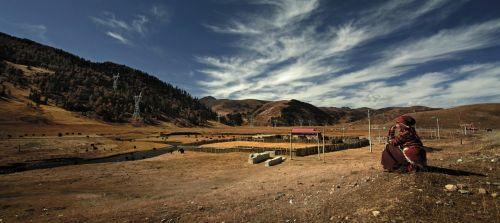 tibetan farmhouse old lady