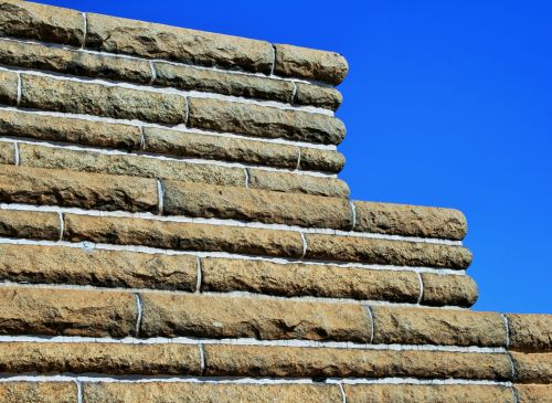 Tiered Outer Wall