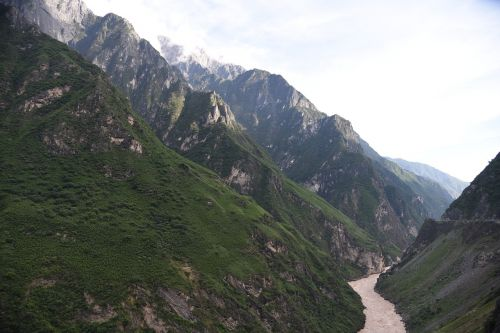 tiger leaping gorge dangerous spectacular