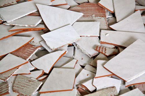 plytelės,sunaikintas,skaldos plytelės,statyba,medžiaga,keramika,remontas,darbas,plytelės,purvinas,krekingo,pažeista,sumušė,balta