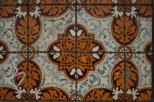 tiles lisbon tradition