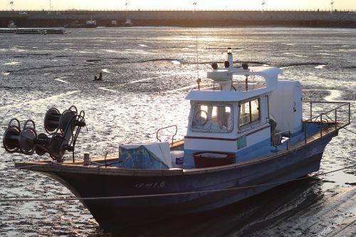 times tidal fishing boat