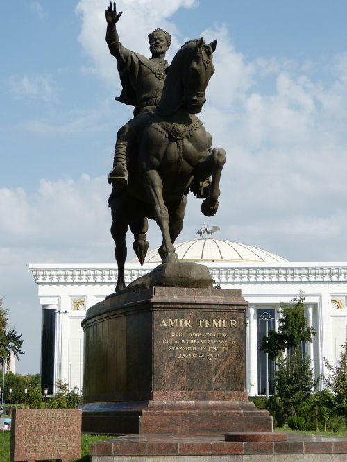 timur timur tamerlan statue