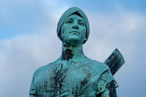tine bronze statue husum