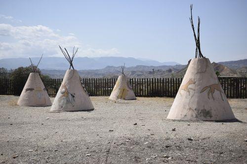 tipis indians desert