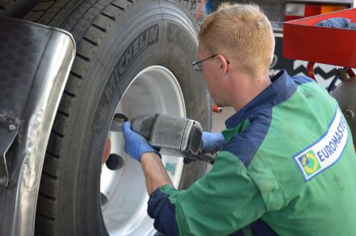 tire repairer tire mounting work