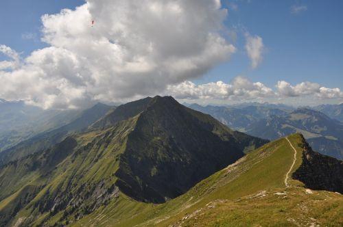 to sneeze mountains summit