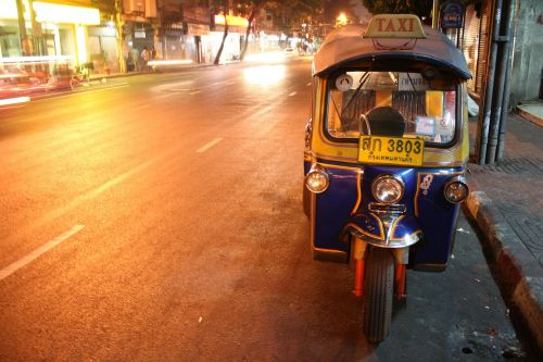 tuktuk thai road