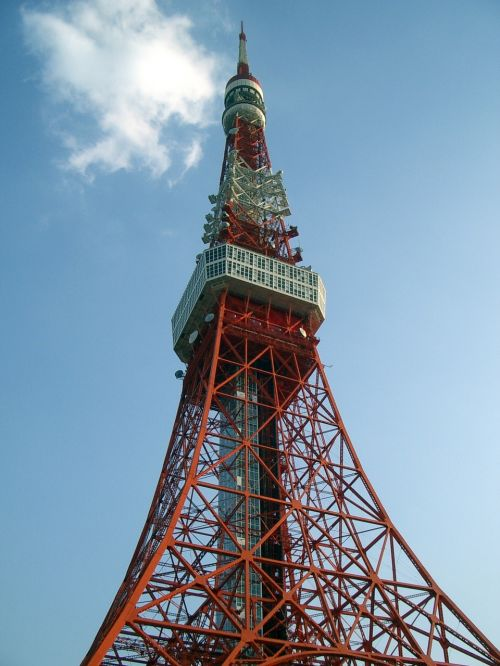 tokyo tower clear skies day