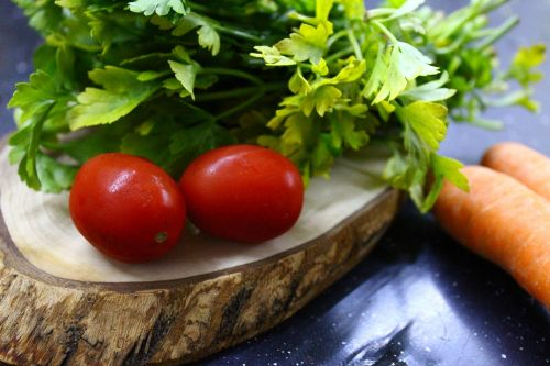 tomato,greens,green,red,breakfast,plant,nature,beautiful,nutrition,food,healthy eating,healthy lifestyle,chopping board,carrot,orange,black,tree,wood,parsley,cherry tomatoes,product photo,food photo,diet