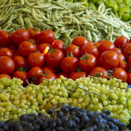 pomidorai,vynuogės,pupos