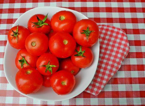 pomidorai,daržovės,maistas,raudona,sveikas,ekologiškos daržovės,be cheminių medžiagų,patikrinta