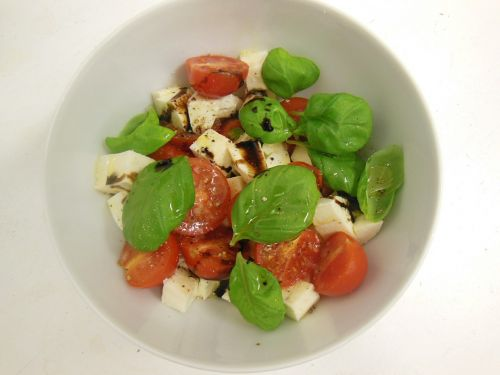 tomatoes mozzarella basil
