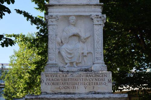 tombstone roman antique