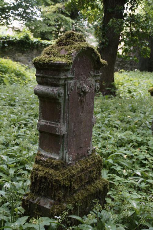 tombstone grave cemetery