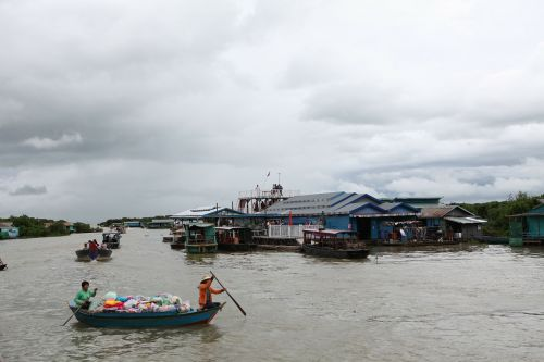 tonle sap lake cambodia floating homes