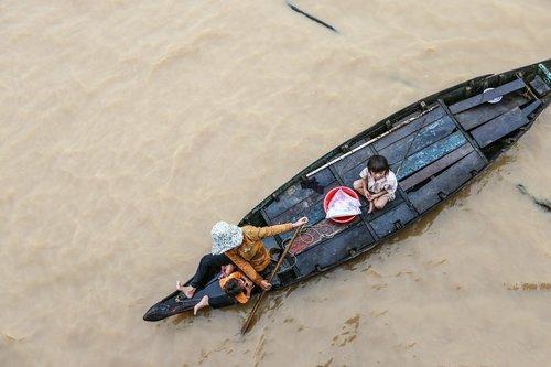 tonle sap lake  cambodia  refugees