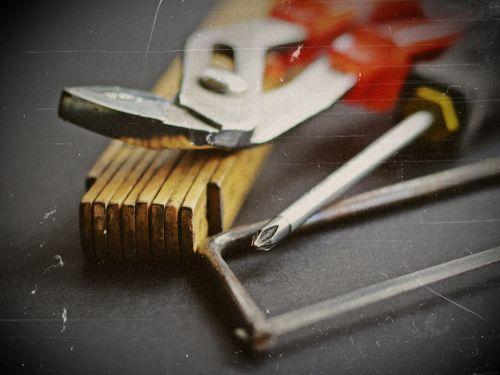 tool hammer saw
