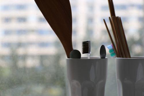 toothbrush cup chopsticks