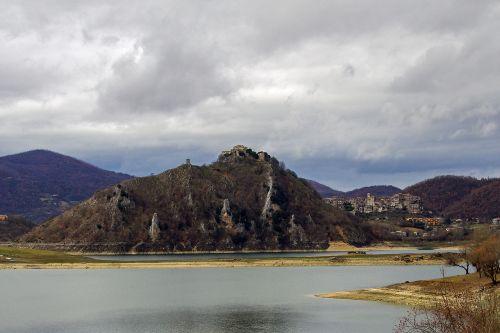 tora,castel di tora,Turano ežeras,lazio,italy,rieti,apennines,ežeras,dirbtinis ežeras,kalnas,kraštovaizdis,žiema,žiemos peizažas