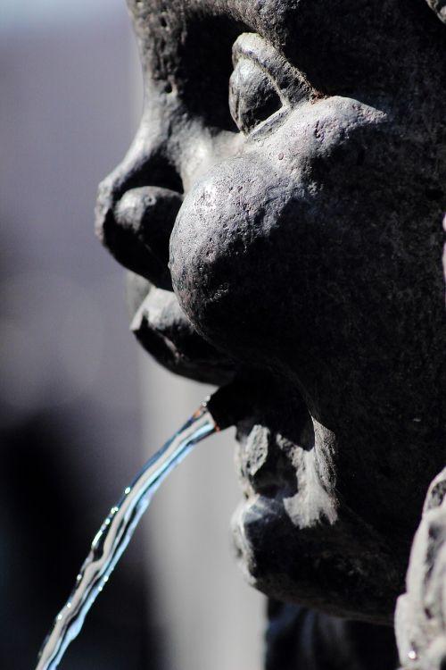torino fontana piazza solferino