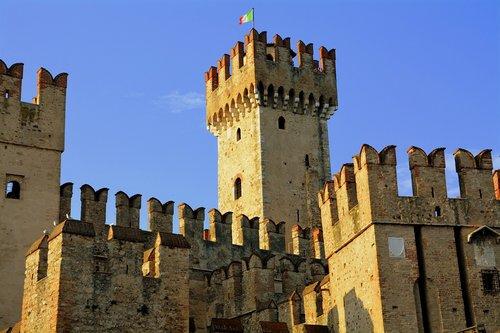 torre  castle  walls