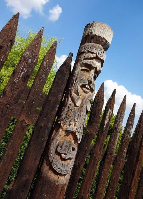 totem wood fence