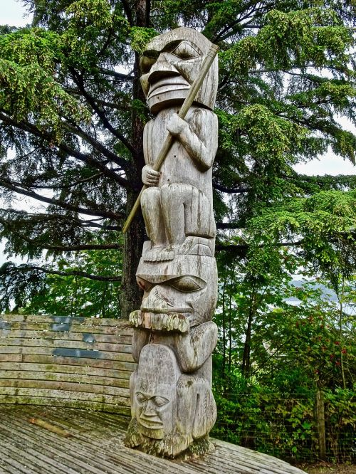 totem carving traditional