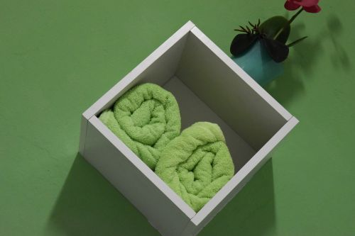 towels green box