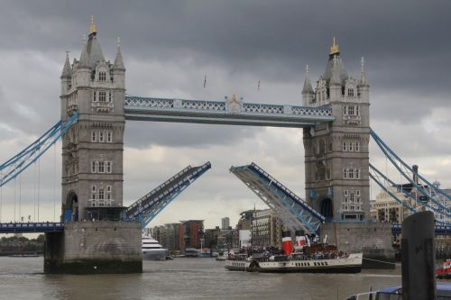 tower bridge drawbridge transportweg