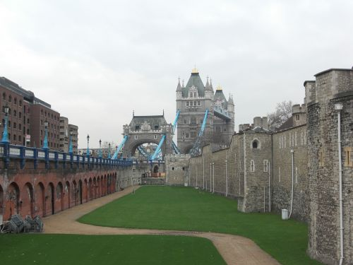 tower of london fortress tower bridge