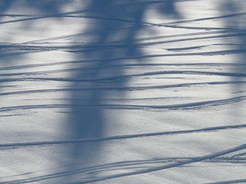 traces winter snow