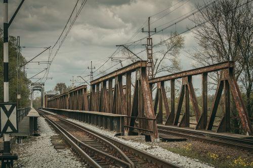 tracks bridge traction
