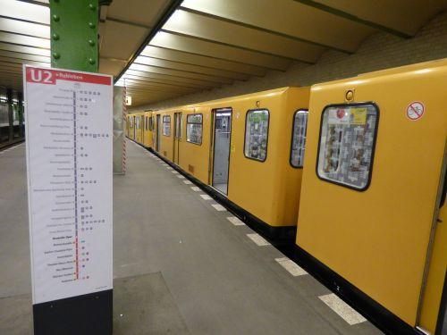 tracks metro the station