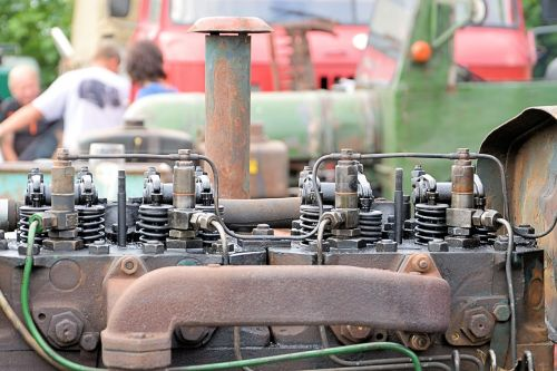 tractor motor old