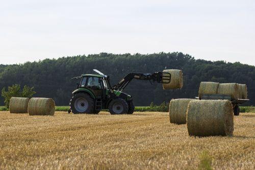 tractor harvest straw