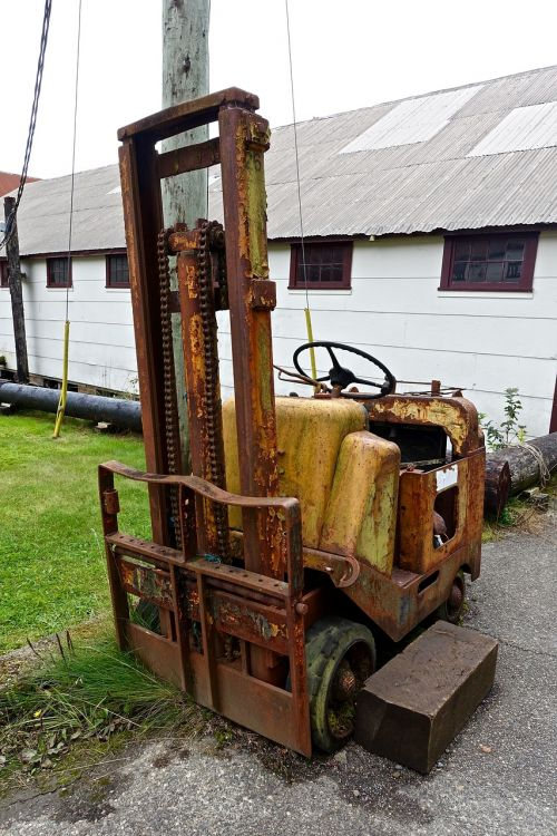 tractor dilapidated fork lift