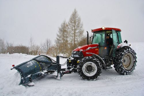 tractor snow cleaning snow