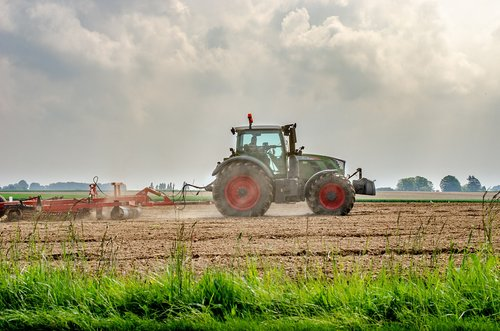 tractor  labour  fields