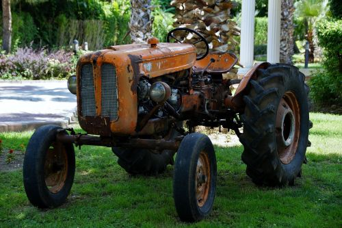 tractor,garden,maintenance,old,oldtimer,middle-earth,free photos,free images,royalty free