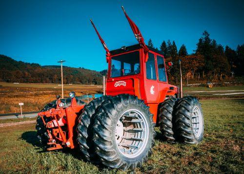traktorius,ūkis,laukas,ūkininkavimas,kaimas,gamta,ūkininkas,mašina,įranga,tvartas,derlius,mašinos,natūralus,Šalis,kraštovaizdis,pasėlių,ūkių laukas,transporto priemonė