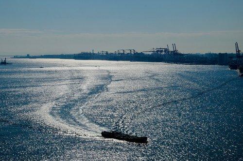 trading  bay  ship cargo
