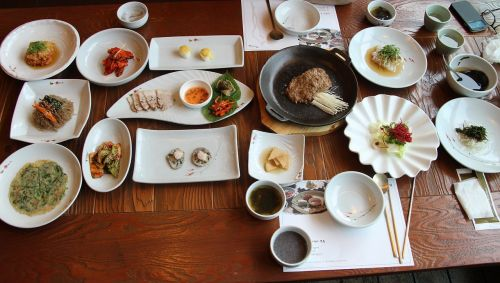 traditional korean meal to drink folks