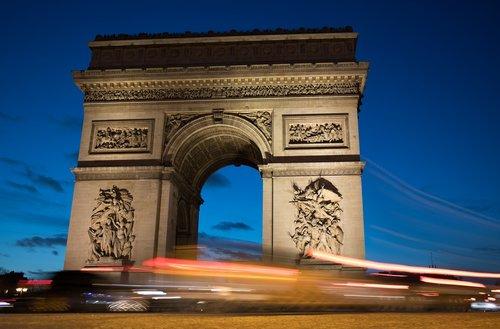traffic  arc de triomphe  paris