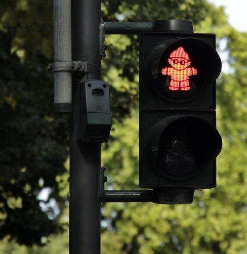 traffic lights  traffic  mainzelmännchen