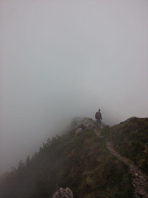 takas,kelias,kelias,keliautojas,rūkas,migla,kalnai,kraštovaizdis,gamta,lauke,vaikščioti,pėsčiųjų takas,takas,žygių takas,trasa,kelias